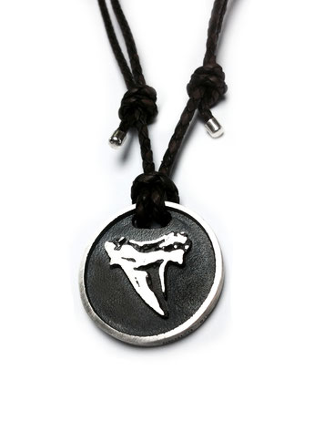 Dreidimensionaler Anhänger des Ornito Logos in Silber