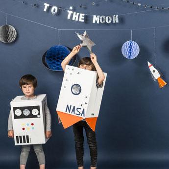 decoration-de-salle-anniversaire-garcon-guirlande-anniversaire-espace-astronaute