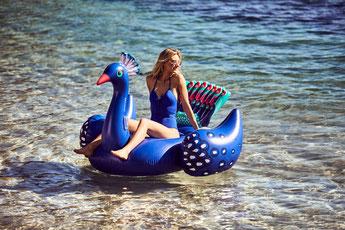bouée géante paon sunnylife été 2018- peacock inflatable sunnylife summer 2018