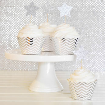 decoration-gateau-anniversaire-adulte-caissettes-gateaux-piques-gateaux-chevrons-argent