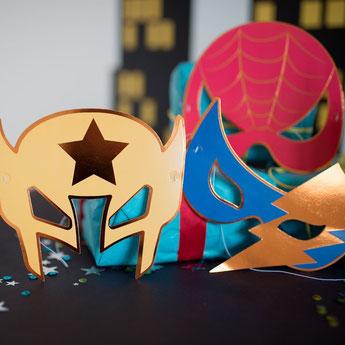 anniversaire-1-an-theme-super-heros-masques.jpg
