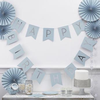 anniversaire-garcon-theme-bleu-argent-guirlande