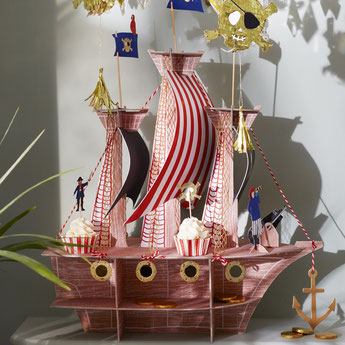 anniversaire-garcon-theme-pirate-presentoir-gateau-bateau-pirate.jpg