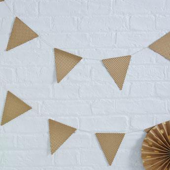 guirlande 20 triangles kraft avec pois dorés  deco baby shower bapteme anniversaire mariage bohème