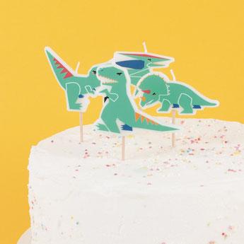 decoration-gateau-anniversaire-garcon-bougies-dinosaures