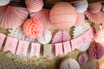 baby-shower-rose-pastel-et-or-guirlande-rose-pastel-et-or