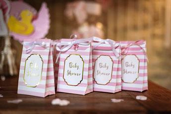 baby-shower-rose-pastel-et-or-pochettes-cadeaux-rose-pastel-et-or