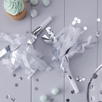 cadeaux-invites-photobooth-anniversaire-garcon-sifflets