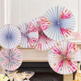 rosaces-eventails-bapteme-decoration-salle-bapteme-fille-garcon-rosaces-fleurs