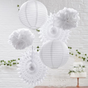 bapteme-theme-blanc-argent-fille-garcon-lampions-pompons-blancs