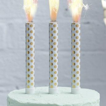 decoration-gateau-anniversaire-adulte-bougies-fontaines-pois-dores