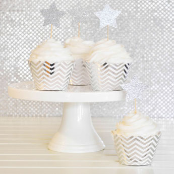 DECORATION FETE ANNIVERSAIRE ARGENT ET BLANC - SILVER AND WHITE PARTY DECORATION