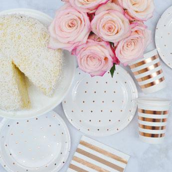 bapteme-fleurs-pastels-rose-gold-vaisselle-jetable-pois-rose-gold.jpg