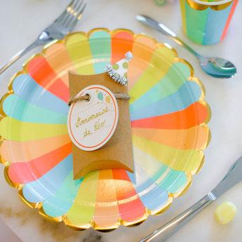 anniversaire-enfant-theme-multicolore-assiettes