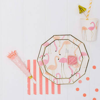 bapteme-theme-tropical-decoration-de-table-flamant-rose-meri-meri