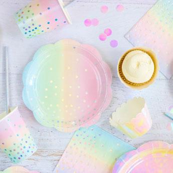 decoration de table anniversaire fille- vaisselle jetable irisée pour anniversaire fille