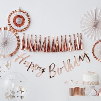 anniversaire-adulte-theme-rose-gold-guirlandes-rosaces-deco-table.jpg