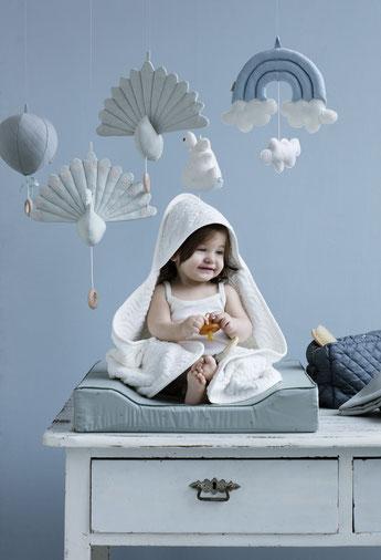 mobile arc en ciel et paon decoration chambre bebe cadeau naissance