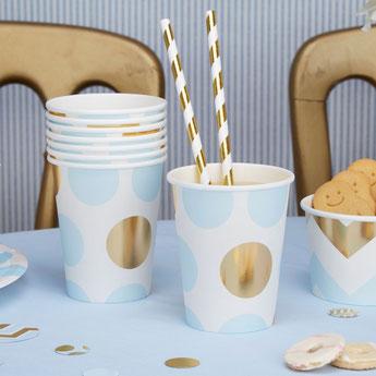 anniversaire-enfant-theme-bleu-et-or-decoration-table-anniversaire-gobelets-bleu-pois-or