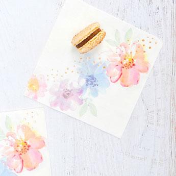 baby-shower-theme-fleurs-pastels-rose-gold-serviettes.jpg