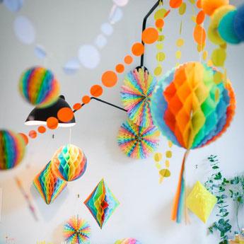 bapteme-multicolore-deco-salle.jpg