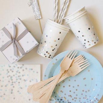 anniversaire-enfant-theme-bleu-argent-deco-de-table-pois-bleu-argent