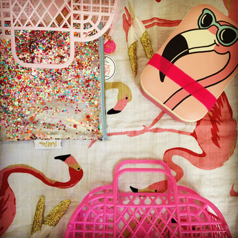 PANIERS RETRO-LUNCH BOX SUNNYLIFE-POCHETTES PAILLETTE-LANGE FLAMANT ROSE- GLITTER POUCHES-FLAMINGO SWADDLE- RETRO BASKETS