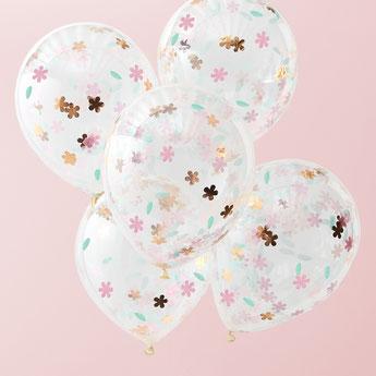 anniversaire-adulte-theme-fleurs-bohemes-ballons-confettis-fleurs