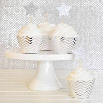 theme-anniversaire-adulte-noir-blanc-argent-decoration-gateau-chevrons-argent