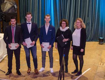 Preisträger des SEB-Preises bei der Abiturfeier 2018: Denis Dengler, Peter Wollscheid & Peter Schuh (Foto: Geoffroy Drouville)