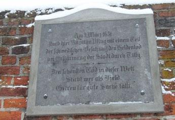 Gedenktafel am Friedländer Tor Neubrandenburg.