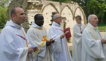 Pères Daniel de Kerdanet, Yves Tano, Yves Laurent et François Pouliquen. Cherchez les intrus !