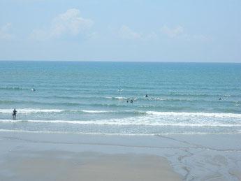 今日も波がありますが、サイズダウン・・ 何とか遊べましたよ~!
