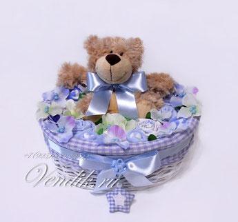 """Беби букет  из детской одежды для мальчика в плетёной корзине """"Мишка малыш"""""""
