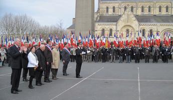 Cérémonie en présence de 500 porte-drapeaux pour la mémoire des anciens combattants d'Afrique du nord morts pour la France