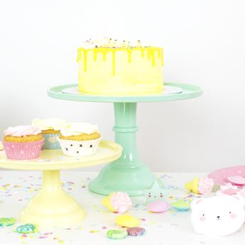decoration-gateau-anniversaire-garcon-presentoir-gateau-vert-menthe