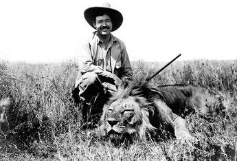 Ernest Hemingway durante un safari, 1934