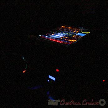 Festival JAZZ360 2010. Table de mixage son de Pablo Jaraute, concert de Lo Jay et Serge Moulinier Trio, salle culturelle de Cénac, mercredi 12 mai 2010