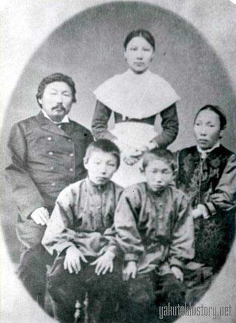 Васильев Николай Борисович (Бучук), верхоянский купец,с женой и детьми
