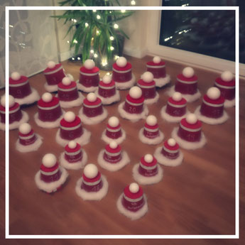 """<img src=""""/Ausgefallene-Adventskalender-Ideen-Frauen-Weihnachtshüte.jpg"""" alt=""""Ausgefallene Adventskalender Ideen für Frauen Weihnachtshüte"""">"""