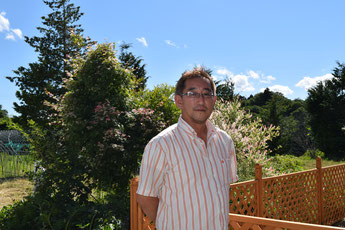 現在暮らしている南相馬市の自宅にて、鈴木大久さん