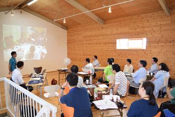 東北チャプター初の会合「米国ファンドレイジング大会報告会 ~サンフランシスコで見つけた東北の未来~」の様子。発表者は山崎さん。