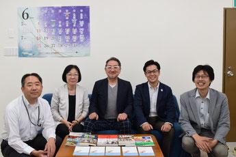 ふくしま連携復興センター理事・事務局のメンバー(中央が天野和彦代表理事、右隣が山崎さん)