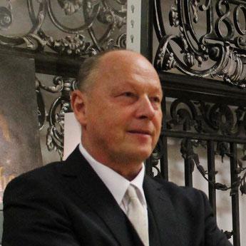 Dr. Wilhelm Urbanek moderierte die Eröffnung der neuen Schausammlung des Bezirksmuseums Alsergrund (ALSEUM)