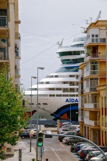 AIDAsol am Liegeplatz in Cádiz