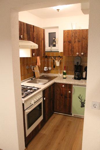 Küche aus Altholz in romatischer Hütte