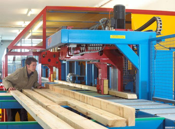 CNC machine producing a luxurious flat pack home at Stommel Haus