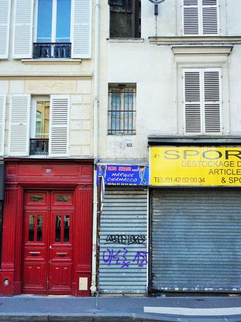 Façade du plus petit immeuble de Paris : 1,40m de large sur 5m de haut