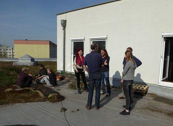 Interessante Gespräche gab es auch in den Pausen zwischen den Seminarthemen, die man auch in der Sonne auf dem Dach der NABU-Geschäftsstelle verbringen konnte. Zudem gab es leckere Suppe und Fledermauskekse.
