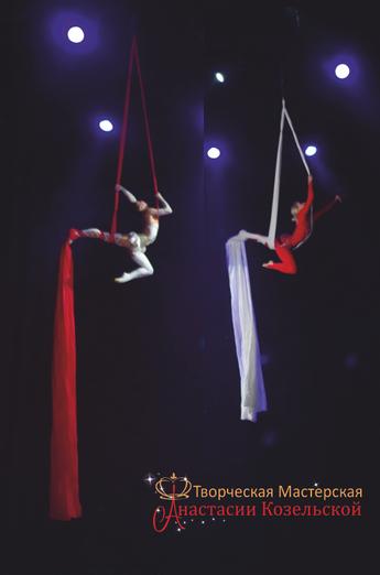 Воздушные гимнасты на полотнах